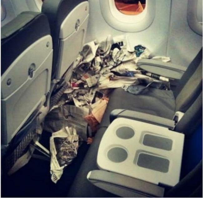 1001 vị khách 'rách giời rơi xuống... máy bay'