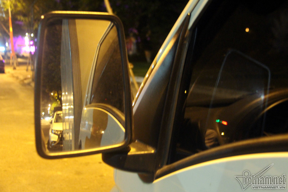 Xế hộp vô tư 'qua đêm' trên đường phố Đà Nẵng