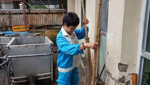 Góc khuất nghề, Lao công, Công nhân vệ sinh