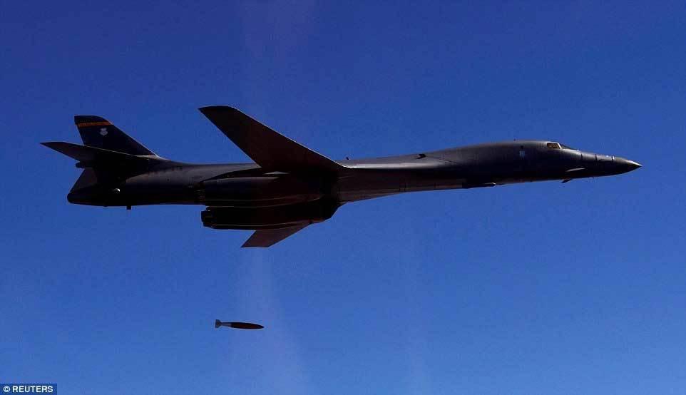 Máy bay Mỹ 'ném bom' Bán đảo Triều Tiên