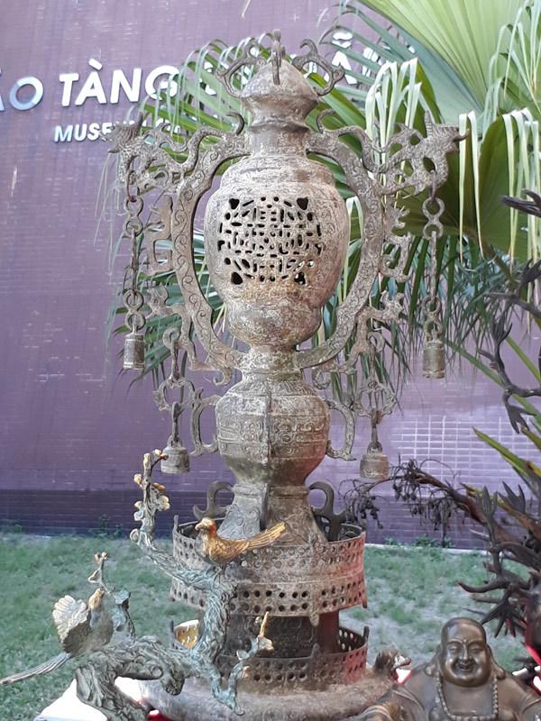 Độc lạ chiếc bát cổ 22 triệu ở chợ phiên Đà thành
