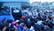 Hà Nội: Tắc khắp ngả, đông nghẹt bến xe trước nghỉ lễ