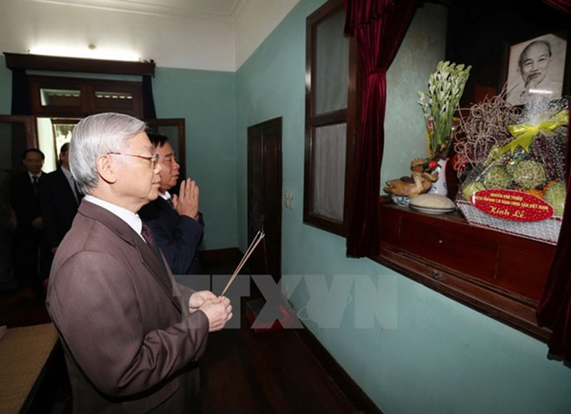 Tổng bí thư dâng hương tưởng niệm Bác Hồ
