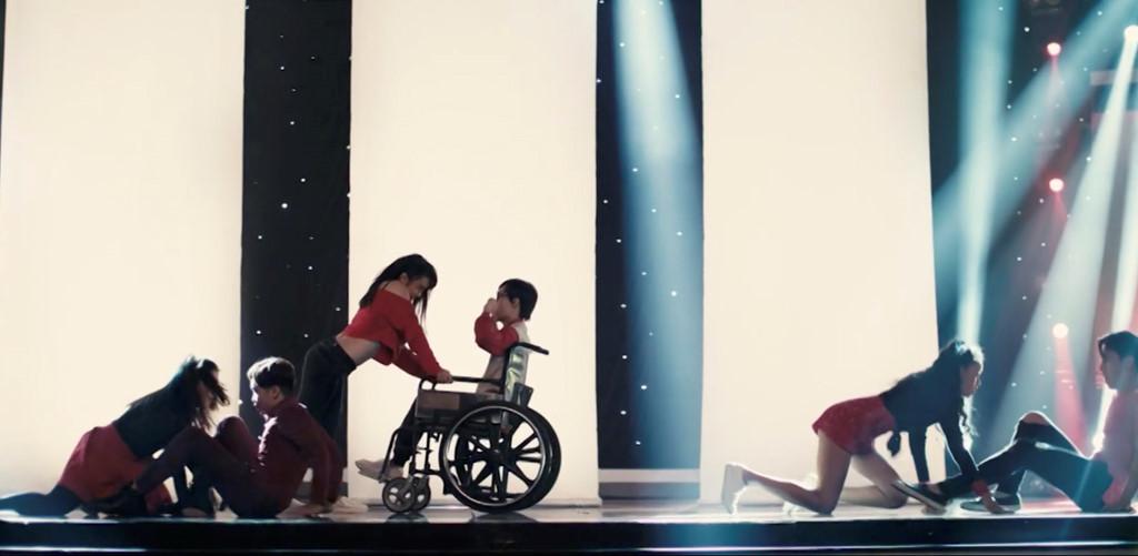 'Glee' tập 2: Angela Phương Trinh và Hữu Vi 'ăn cơm trước kẻng'