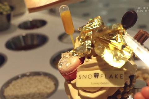 Món kem 'sang chảnh' dát vàng 24 kara và kim cương