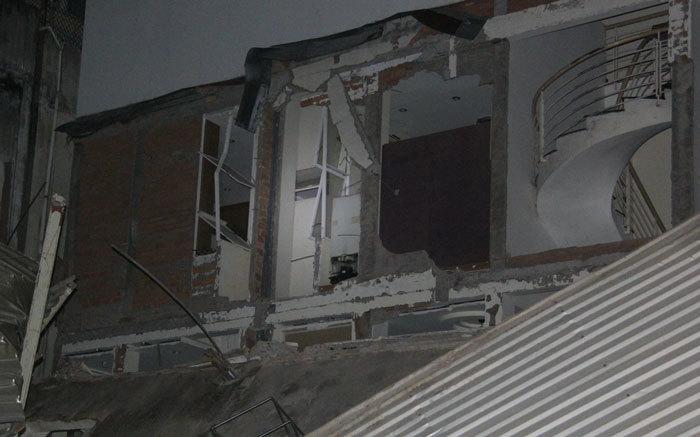 'Tiếng sập nhà khủng khiếp như động đất, bụi bay xa hàng trăm mét'