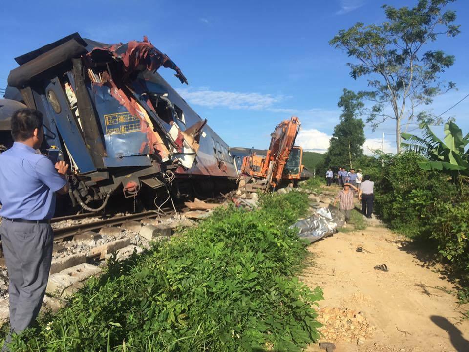 Đưa cẩu chuyên dụng từ Hà Nội vào Quảng Bình xử vụ tàu trật bánh