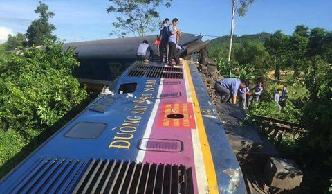tàu trật bánh Quảng Bình