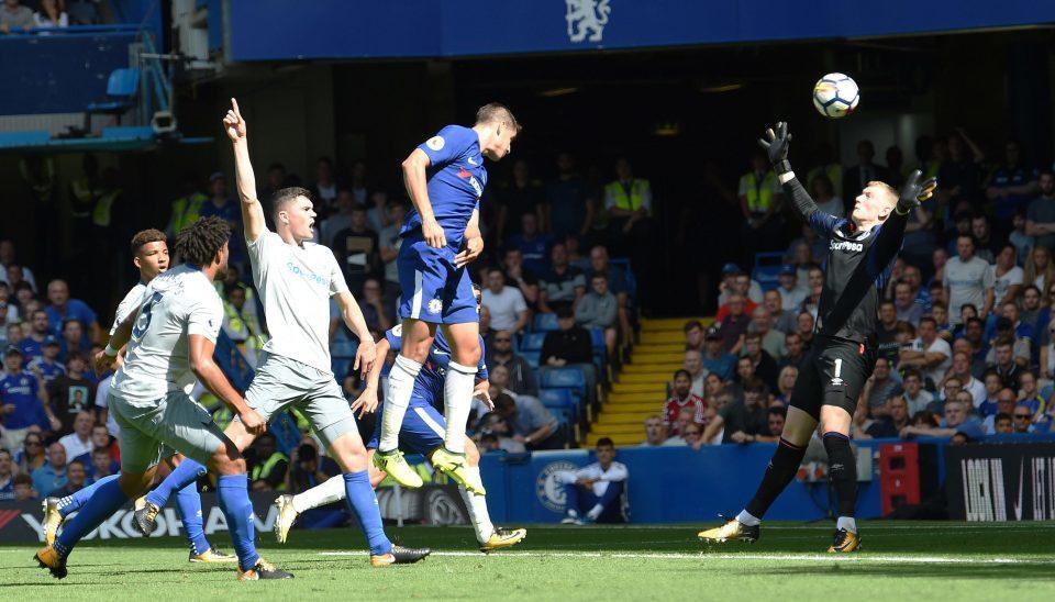 MU hụt Mahrez giờ chót, Morata đền ơn Chelsea
