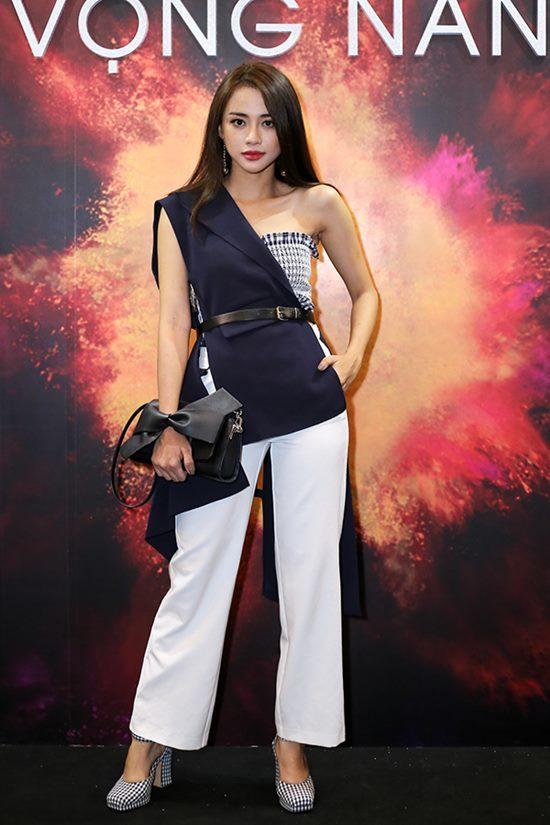 Angela Phương Trinh, Thiều Bảo Trang, Phương Linh, Hoàng Oanh, Thiên Nga