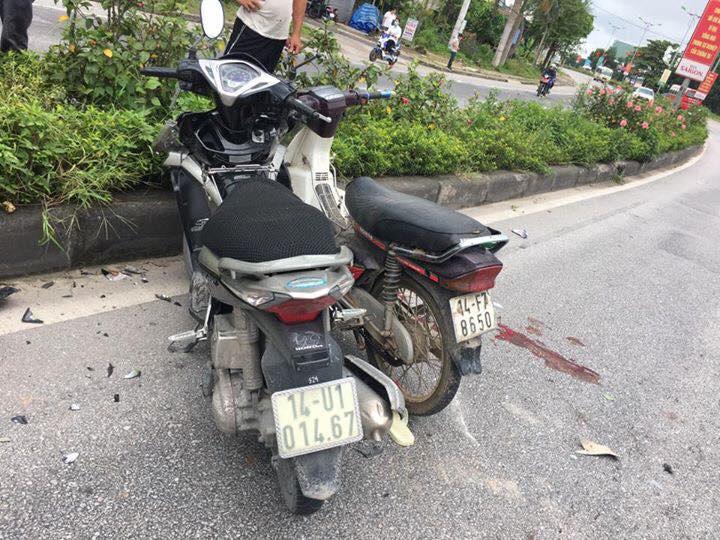 Xe máy đâm trực diện, 3 người nguy kịch