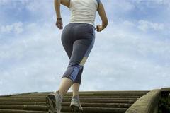 Giảm cân thần tốc bằng leo cầu thang, mẹ 9x ôm trái đắng