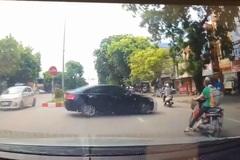 Quay đầu ẩu, ô tô tông ngã người đi đường rồi thản nhiên bỏ chạy
