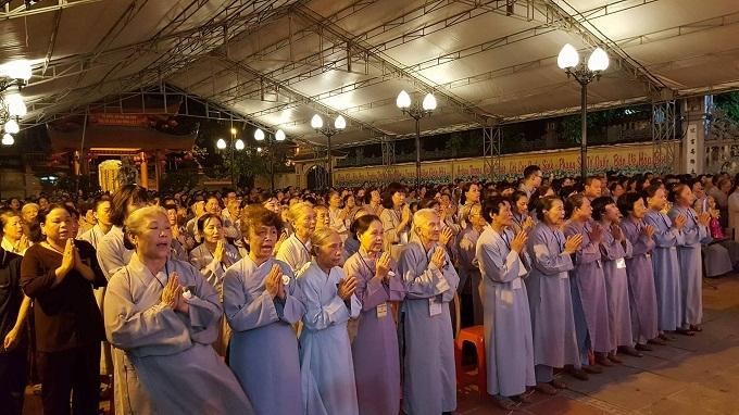 Nước mắt rơi trong Đại lễ Vu Lan ở chùa Quỳnh Lôi