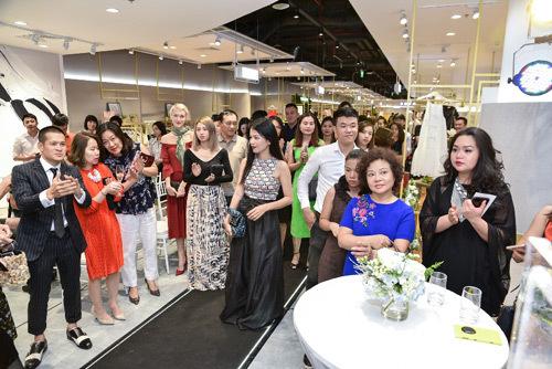 Dạ tiệc thời trang 'Liếc'- lời chào đẳng cấp từ VFD