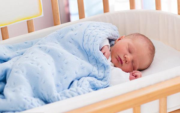 Muốn con ngủ ngoan nên tách phòng riêng từ 6 tháng