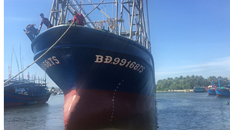 Tàu vỏ thép hư hỏng đầu tiên được hạ thủy