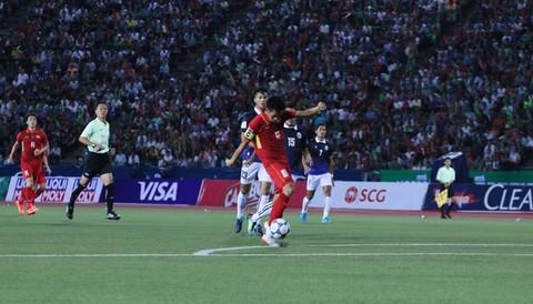 Campuchia 0-1 Việt Nam: Văn Quyết mở tỷ số