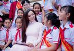 Hoa khôi Hải Yến rạng rỡ trở về trường cũ nhân ngày khai giảng