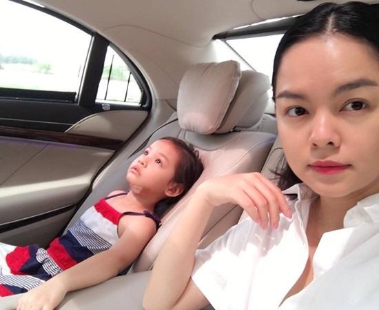 Con gái ca sỹ Phạm Quỳnh Anh bị ngã, rách sâu dưới cằm