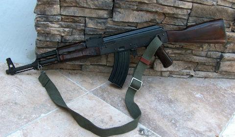 Chiến sĩ nghĩa vụ trại giam dùng súng AK tự sát