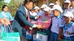 Fubon Life Việt Nam tặng quà khai trường trẻ nghèo vượt khó