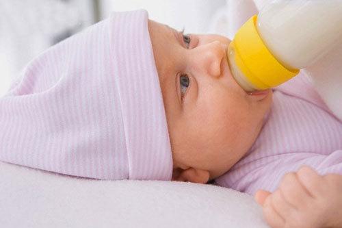 Trẻ bị sặc sữa có nguy hiểm không?