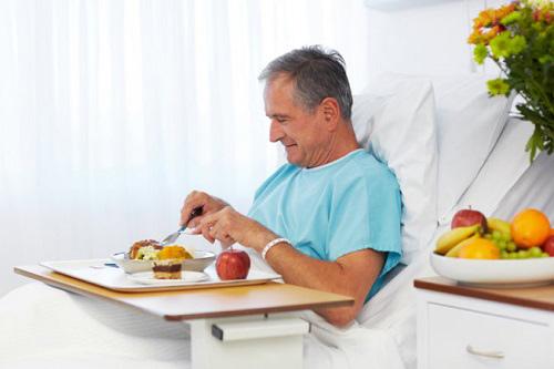 Bổ sung dinh dưỡng cho người sau phẫu thuật, ốm lâu ngày