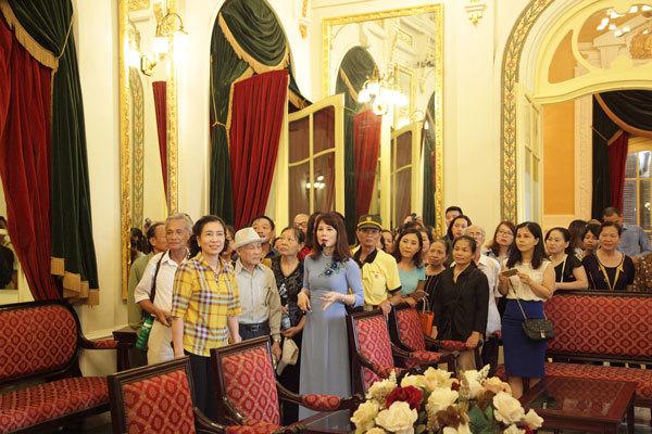 Nhà hát Lớn chính thức mở cửa đón khách tham quan