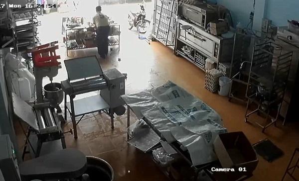 Cán bộ BHXH tỉnh Gia Lai đập phá xưởng bánh của người dân