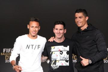 "Mourinho chế nhạo Conte, PSG đe dọa ""cuỗm"" Messi, Ronaldo"