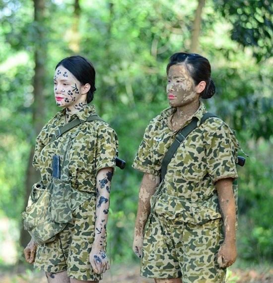 Hồ Ngọc Hà bức xúc khi bị chỉ trích đeo khẩu trang đi từ thiện