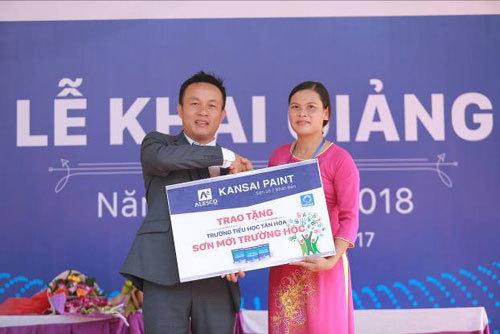 Hơn 400 triệu đồng sơn mới trường tiểu học huyện Quốc Oai