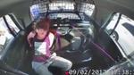 Hành động liều lĩnh của người phụ nữ với cảnh sát Mỹ