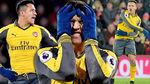 """Arsenal loạn vì Sanchez, Mourinho """"xử đẹp"""" công thần"""