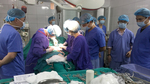 27 bác sĩ, điều dưỡng cứu nam thanh niên qua cơn nguy kịch