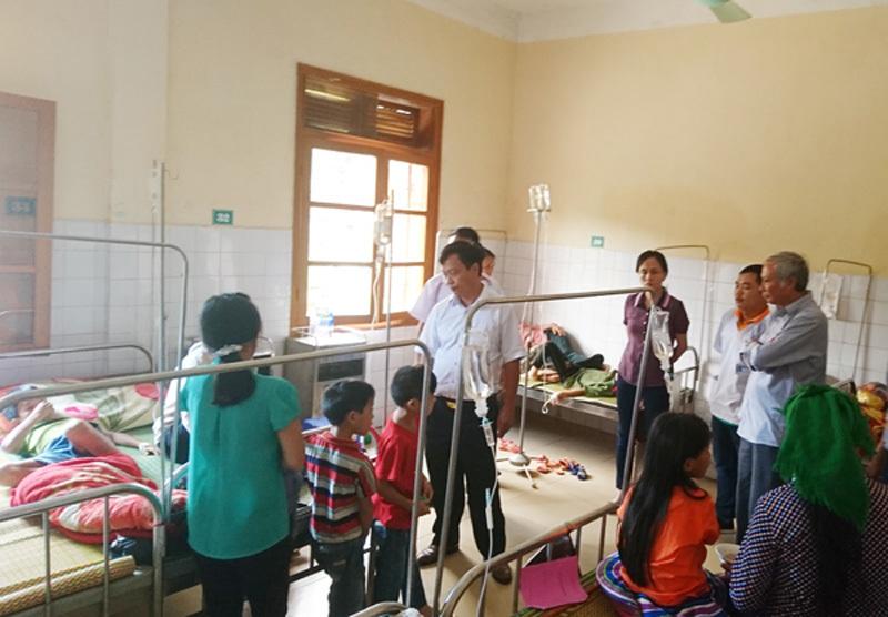 Gần 80 người ngộ độc sau tiệc cưới ở Lào Cai