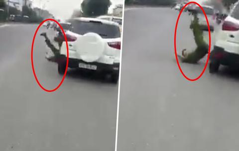 Tài xế lái ô tô lạng lách, húc văng cảnh sát rồi bỏ chạy