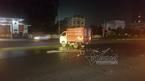 Phóng nhanh trong mưa, nam thanh niên đâm thẳng vào xe tải