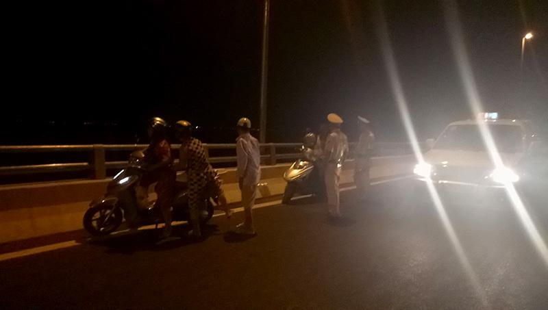 Vi phạm nhan nhản trên cầu vượt biển dài nhất Việt Nam