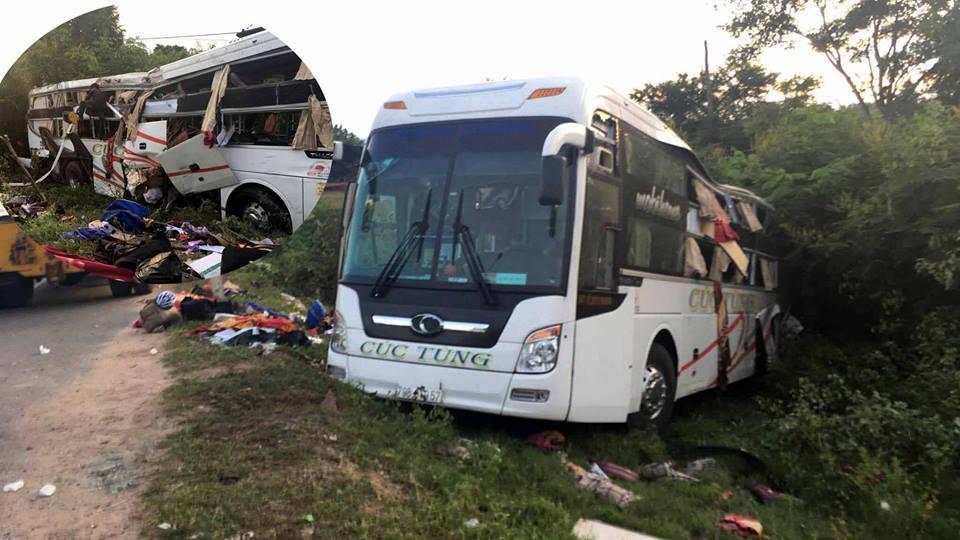 Xe khách đối đầu xe container, 2 người chết