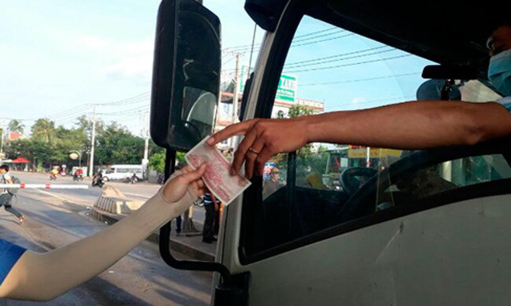 BOT, tiền lẻ, tài xế dùng tiền lẻ, kẹt xe, xả trạm, thu phí, trạm thu phí BOT