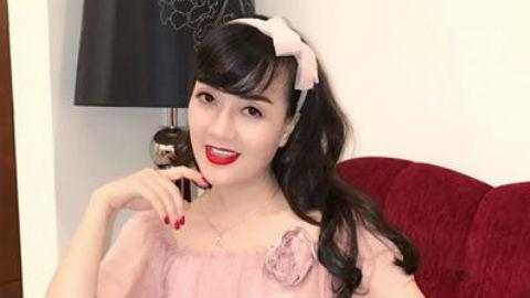 Vân Dung diện váy hồng điệu đà, quá trẻ so với tuổi U50