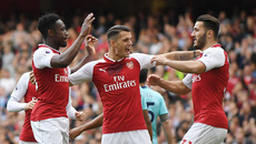 Welbeck bừng sáng, Arsenal thắng giải hạn