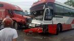 Xe khách gây tai nạn liên hoàn, hành khách hoảng loạn