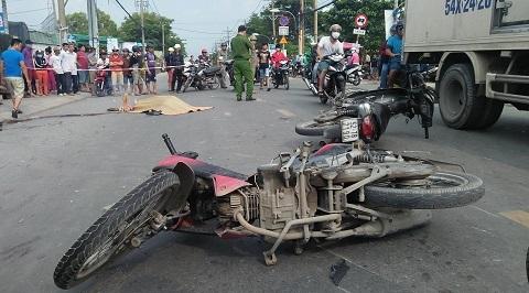 Xe máy đâm nhau giữa giao lộ, 1 người chết