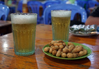 Bí mật về quy trình sản xuất chiếc cốc vại bia 'huyền thoại'