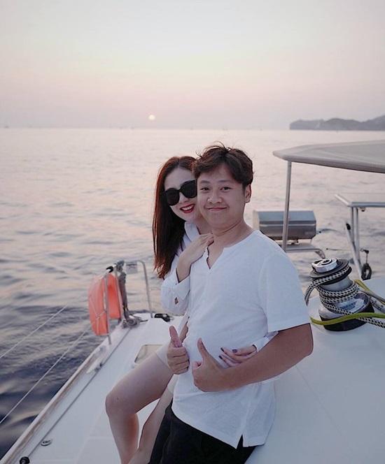 Vợ chồng Quyền Linh hạnh phúc trong ngày kỷ niệm 12 năm hẹn hò