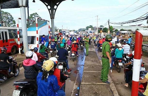 trạm thu phí,trạm thu phí BOT,BOT,BOT Biên Hòa,xả trạm BOT,Đồng Nai
