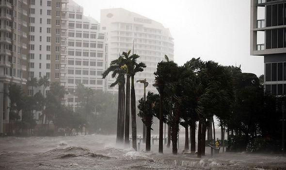 bão Irma, Mỹ, video tốc mái